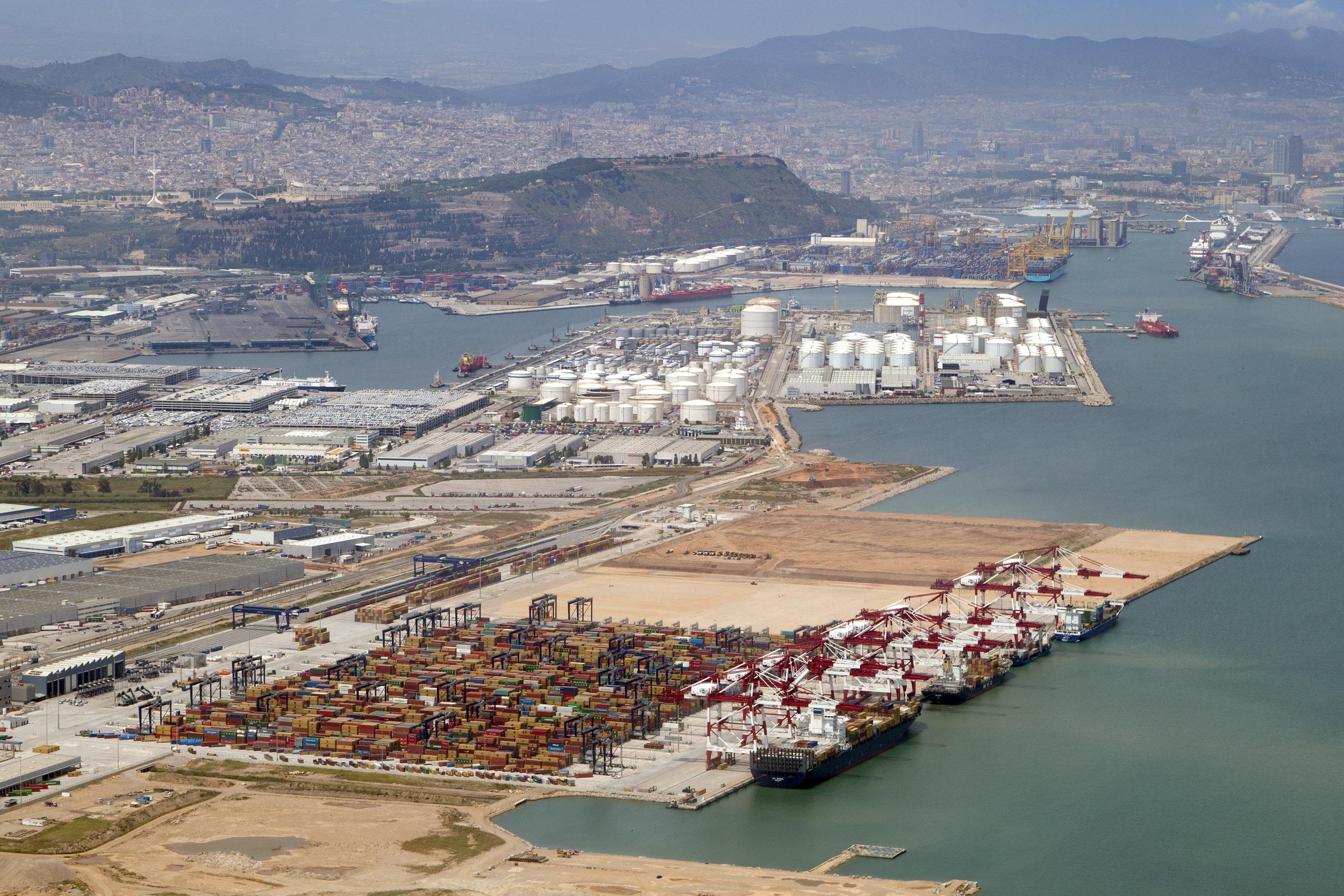73 millones de contenedores movidos en los seis primero meses del